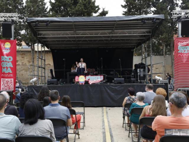 Public assegut al Festiu a Viladecans